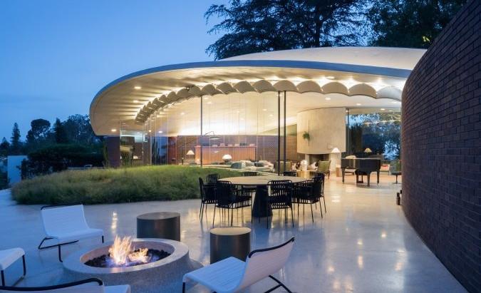 """John Lautner's Reiner-Burchill Residence - """"Silvertop"""""""