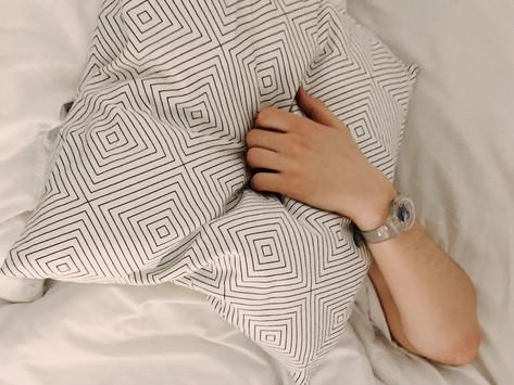 Dormir menos de 6 horas por noite pode ferrar a mente