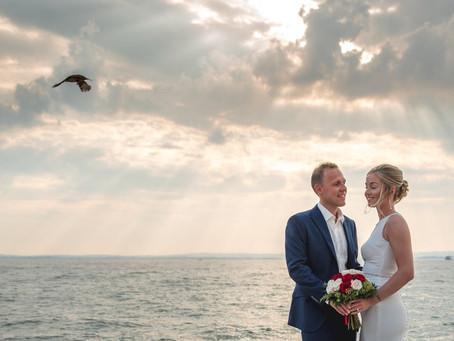 Matrimonio a Lazise, lungolago al tramonto.