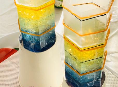 チャクラカラーの水晶ポイント型オルゴナイトを製作中