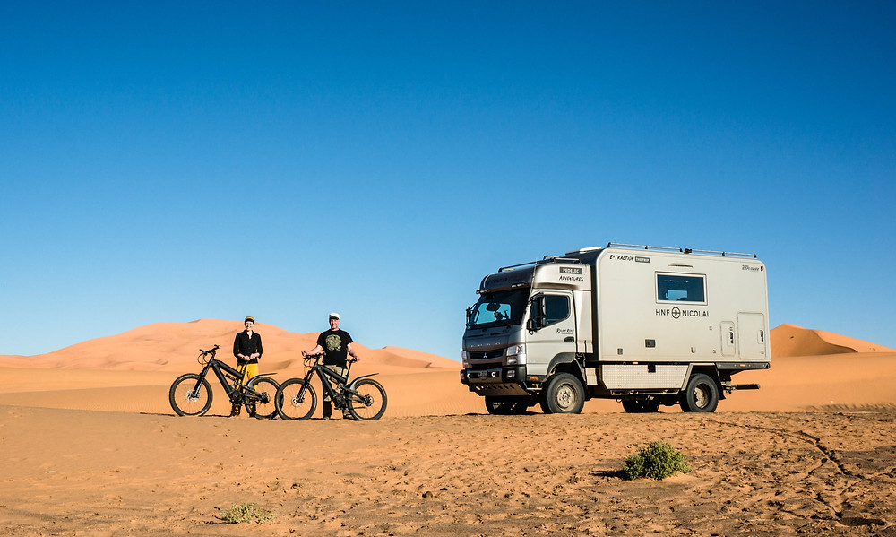 Susanne Brüsch und Silvio Züllig in Marokko auf Probetour ihres Fernreisemobils und brandneuer E-Bikes von HNF Nicolai