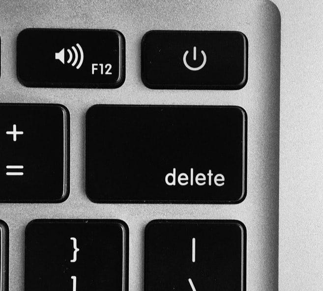 """MacBook keyboard zoomed in on """"delete"""" key."""