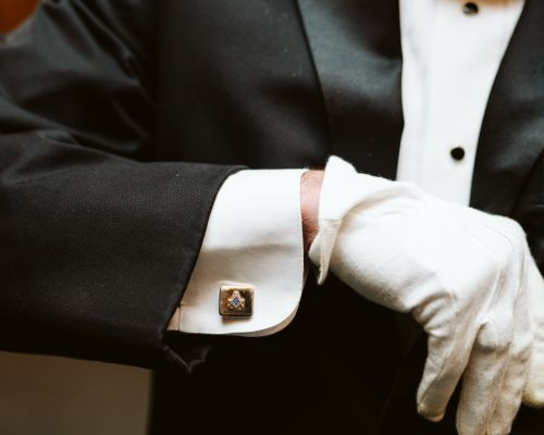 Freemason - If you didn't wear the pin, would people still know that you are a Mason?