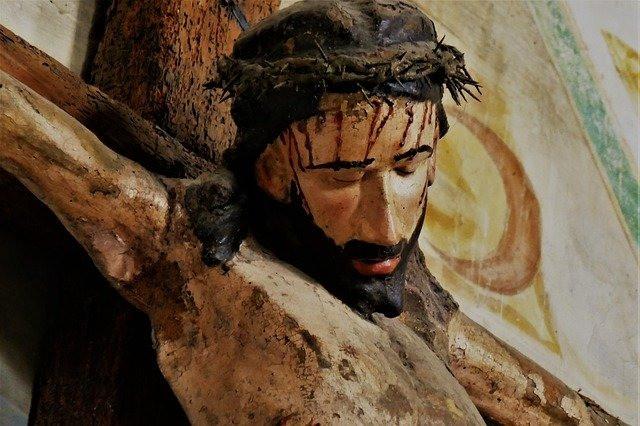 परमेश्वर मनुष्य बनकर इस पृथ्वी पर लोगों के साथ रहने आए थे।