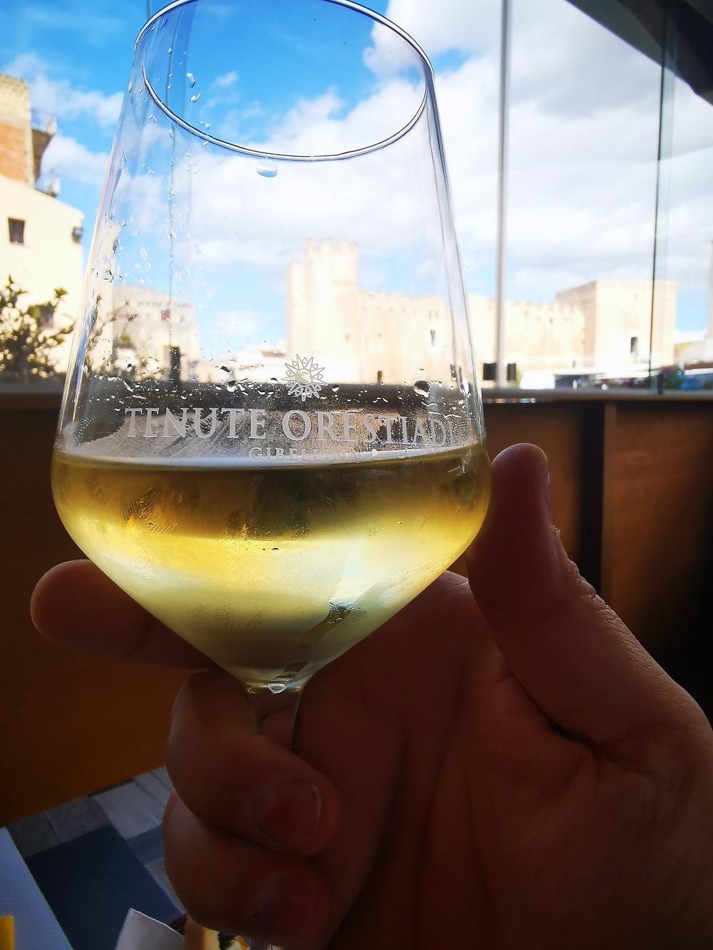 Calice di vino D.O.C. di Alcamo