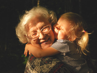 Bordando para os avós tecidos de memórias