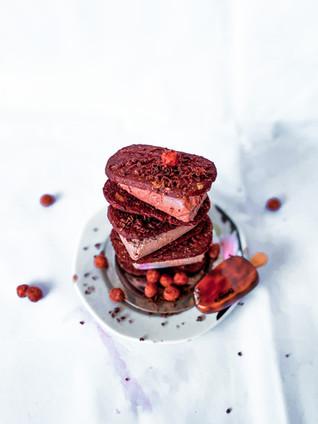עוגיות שוקולד עם גלידה שוקולד טבעונית מ-5 רכיבים בלבד