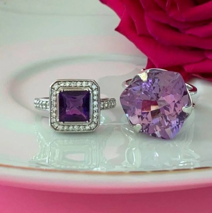 amethyst rings in white gold with and without diamonds on a plate next to a red rose