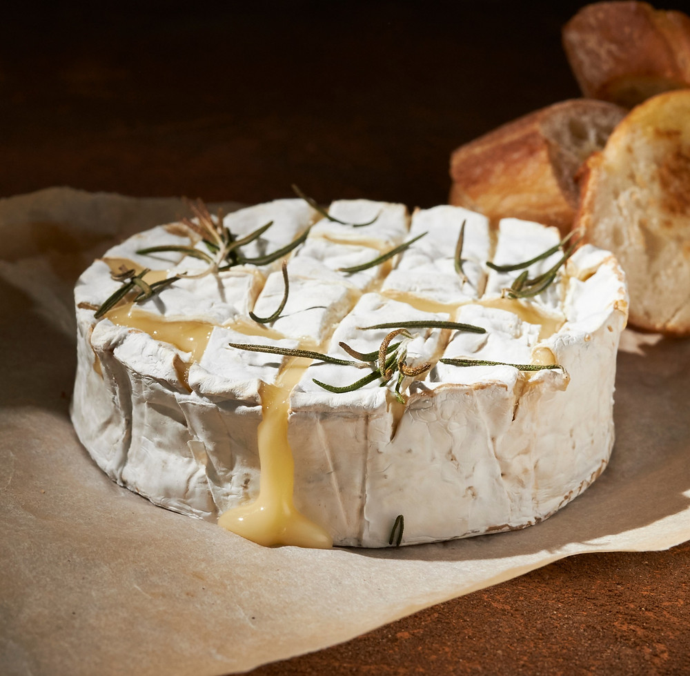 Keptas bri sūris, vmg receptas