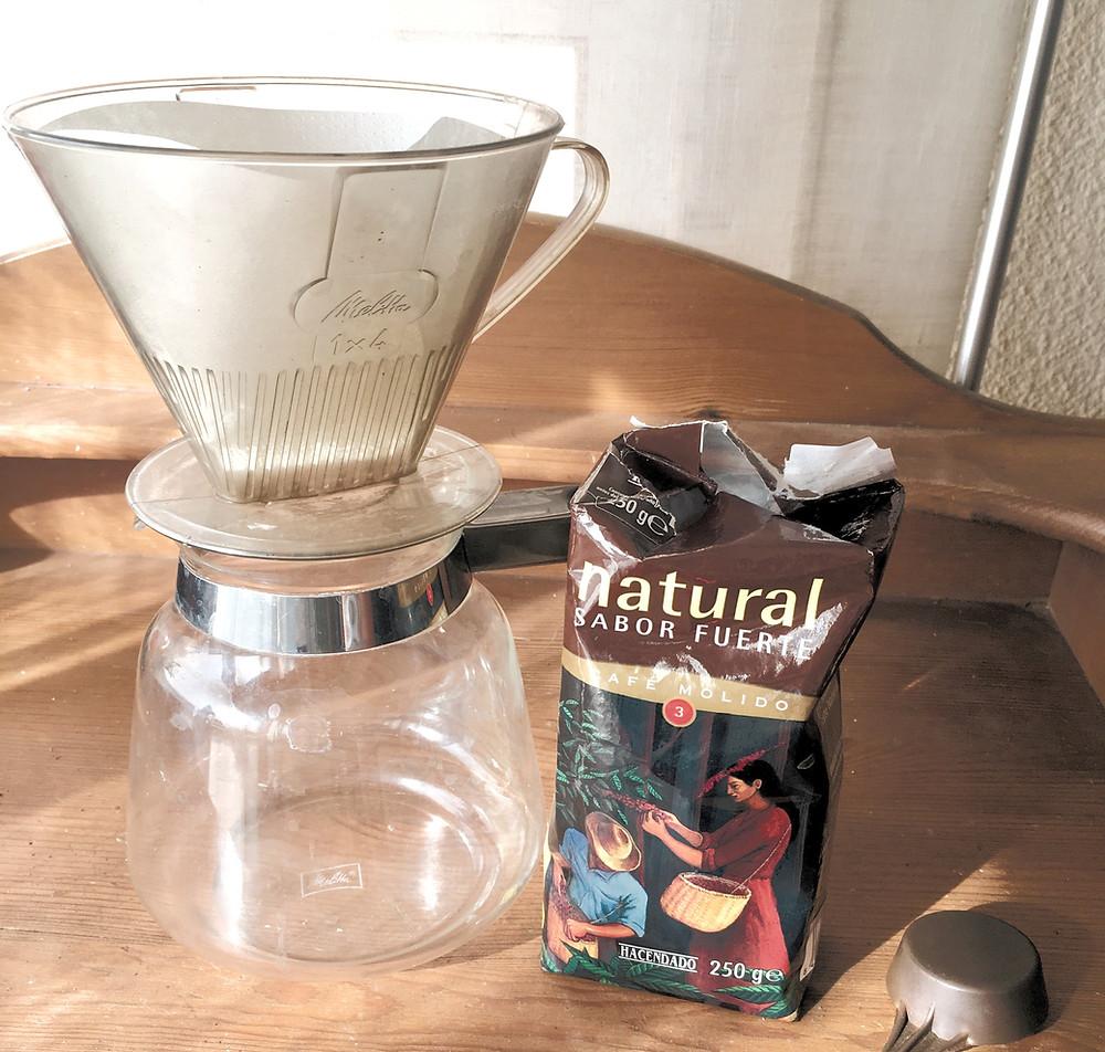 Café molido natural sabor intenso, consumido filtrado