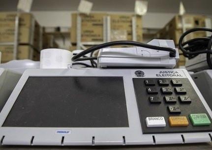 TSE vai enviar 1.200 baterias de urnas para garantir votação no AP