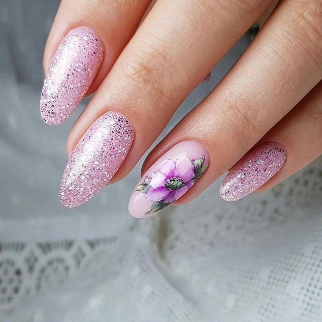 От небрежной росписи на ногтях, которую выбирали все модницы .До китайской.И нонисение рисунка в ручную
