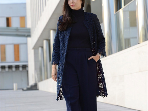 NAVY BLUE: color of trust