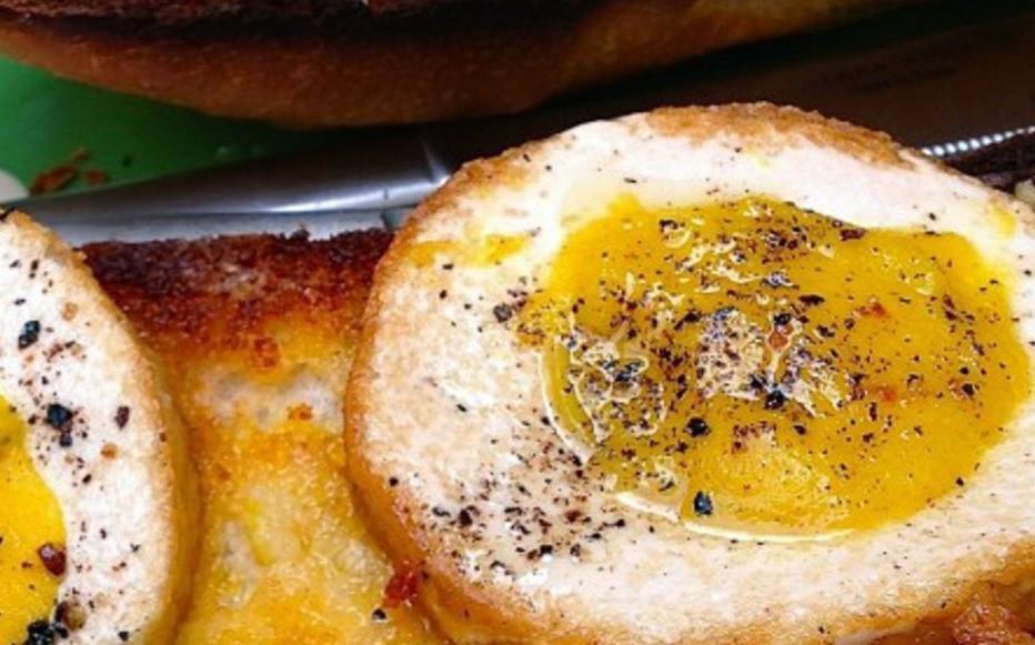 eggs with black salt