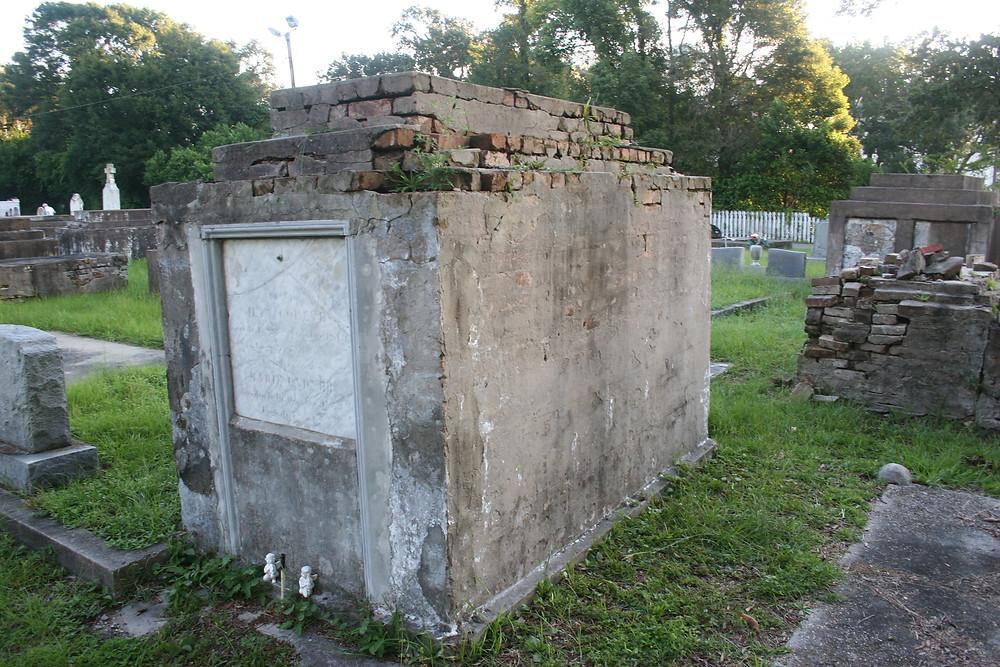New Orleans cemetery repair, tomb restoration, tomb repair, cemetery restoration, grave cleaning painting