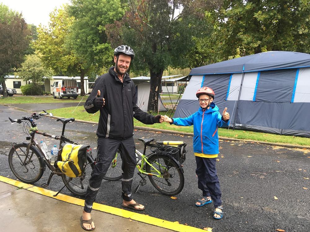 Tour du monde à vélo en famille Australie Eden pluie