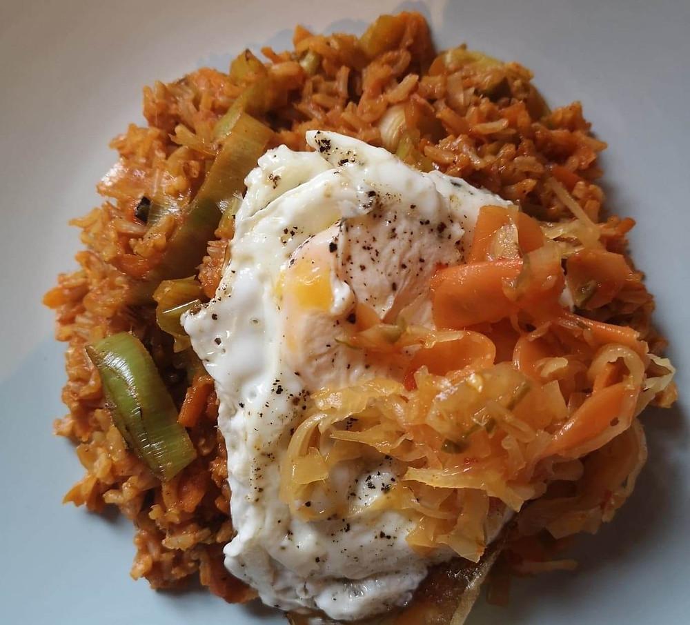 Katz kimchi fried rice with leeks, peppers and crispy fried egg