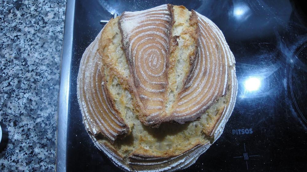 Ψωμί χωριάτικο ταχείας ωρίμανσης με φρουτομαγιά.