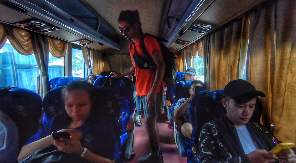 Back in the bus after immigration - Photo: Leve de Viagem