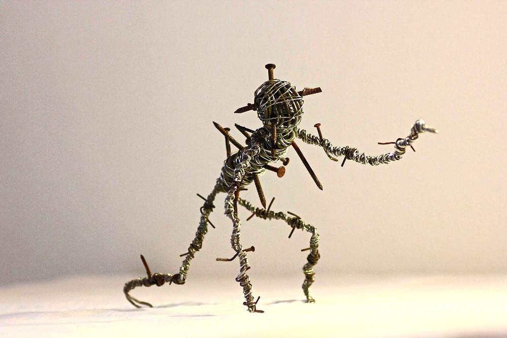 """Sculpture en fils de fer et clous de récupération de la série """"Cauchemar"""" par Vortex"""