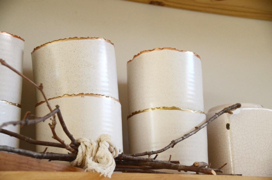 Florero cerámica borde dorado