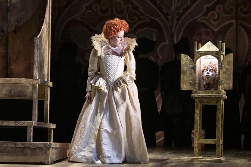 English Touring Opera's Elizabeth I: Mary Plazas as Elizabeth