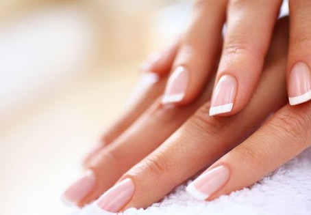 7  TIPS  TO  MAKE  YOUR  NAILS  STRONG