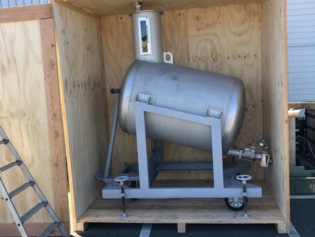 Livraison et Installation d'une JAUGE HORIZONTALE INOX 1000L SUR VÉRIN