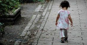 El abandono infantil como daño irreversible
