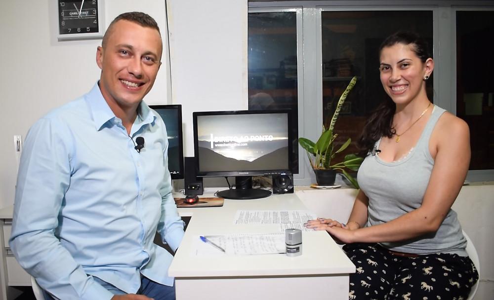 Sérgio Henrique e Renata Gonçalves durante estreia do programa Direto ao Ponto