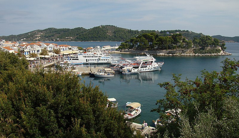 how many greek islands are there