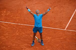 Roland-Garros : Djokovic balayé, Nadal un peu plus dans l'Histoire