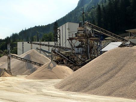 Нерудные материалы- это осадочные породы, добыча которых ведётся в карьерах открытым способом.