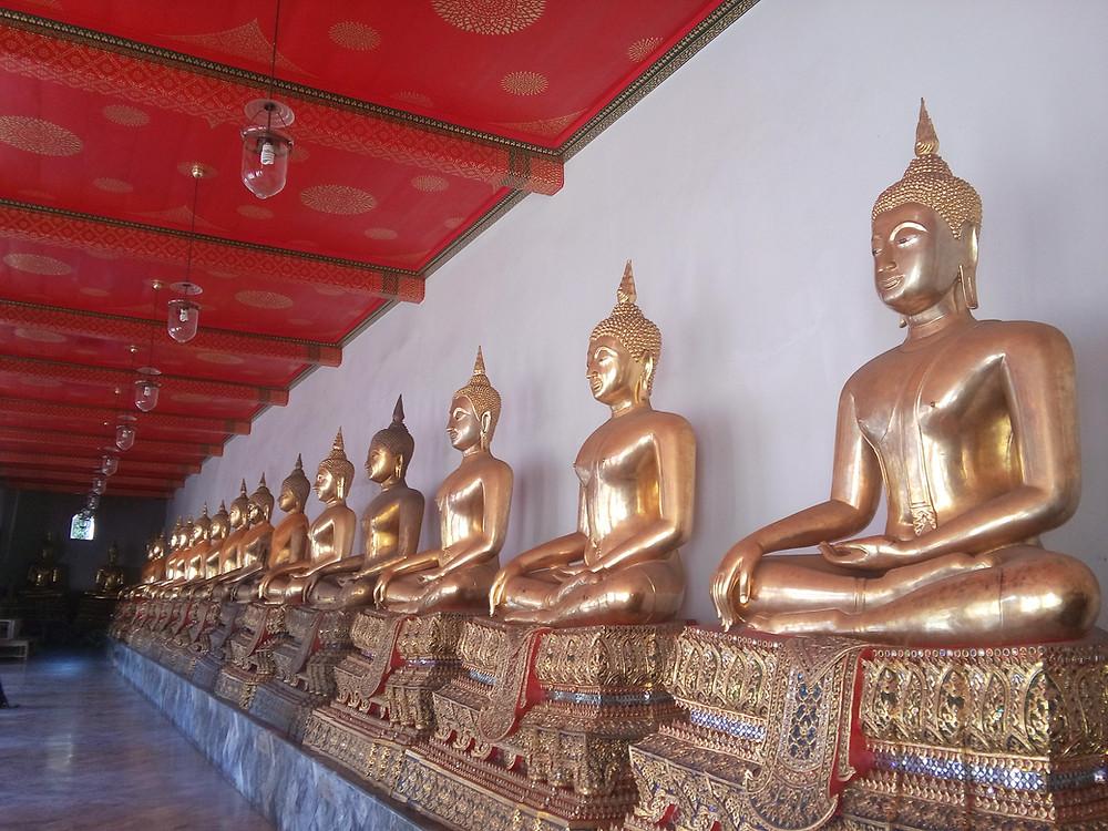 Територія Храму Лежачого Будди. Бангкок