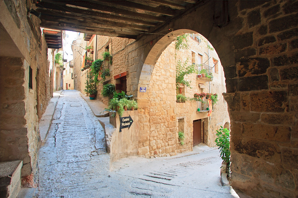 The medieval streets of Horta de Sant Joan leading to the Picasso Museum