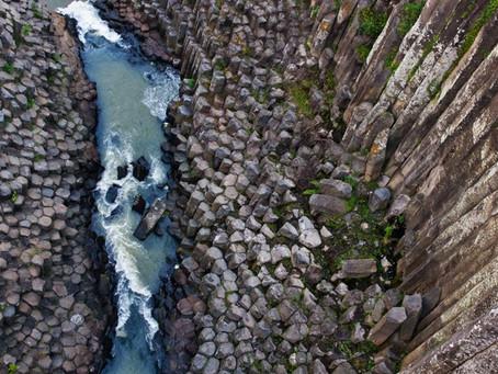 Los prismas Basálticos: una de las 13 maravillas naturales que ofrece nuestro país.