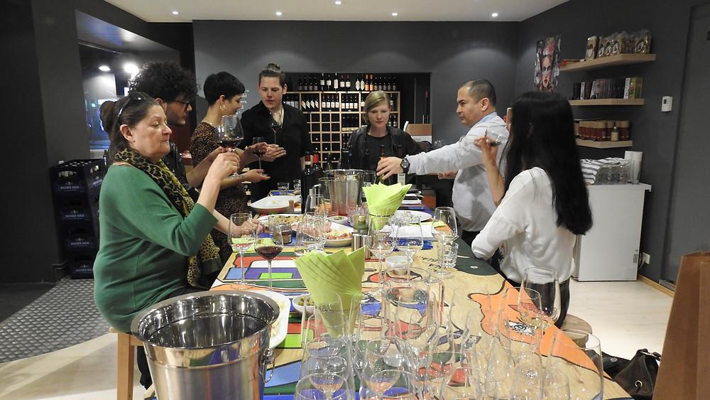 Weinexperten probieren Wein