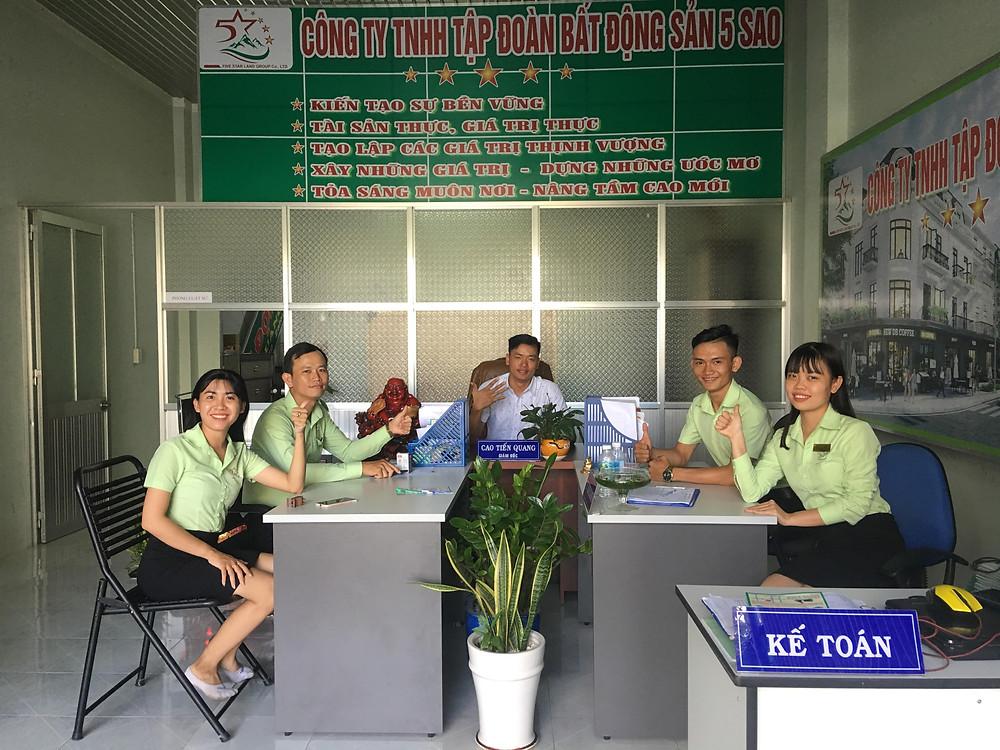 Đội ngũ nhân viên Bất động sản 5 Sao - Tây Ninh
