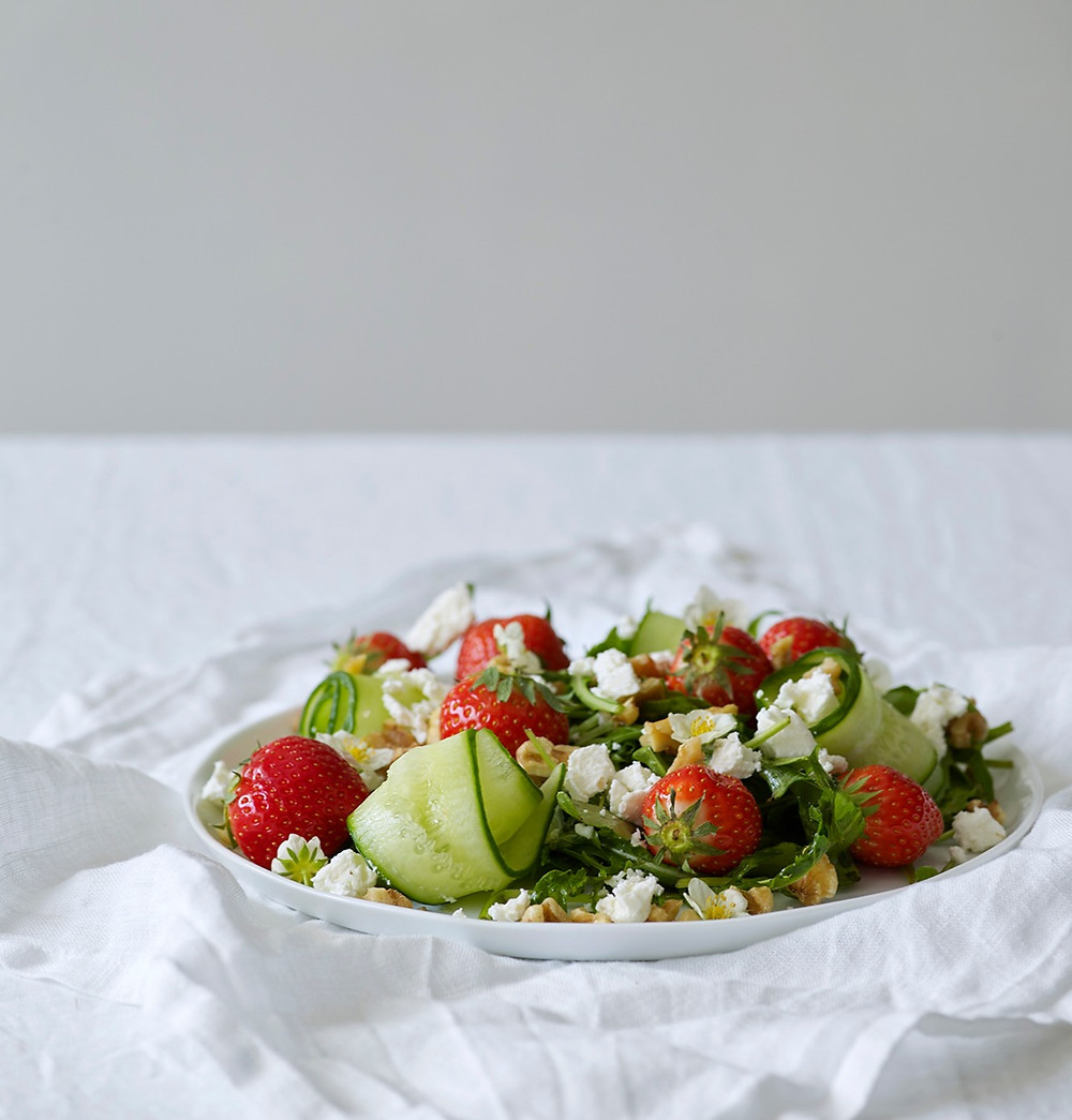 Salat med jordbær og chèvre