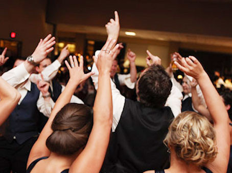 5 Secrets to Keeping People On The Dance Floor At Your Wedding