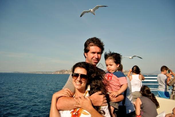 A Capri se llega por mar, hay ferries que parten desde Napoli, Sorrento y Otros