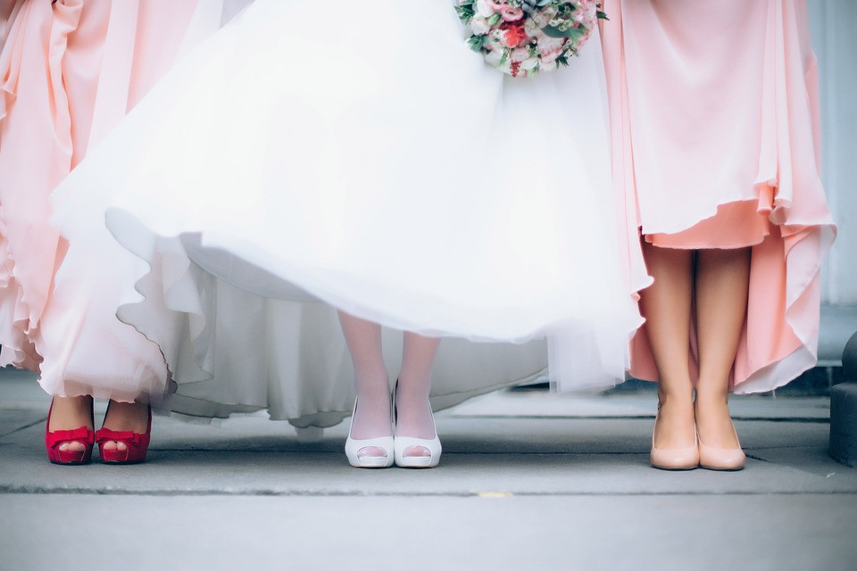 Bride Maid of Honour Chief Bridesmaid duties advice tips planning uk hen party tips