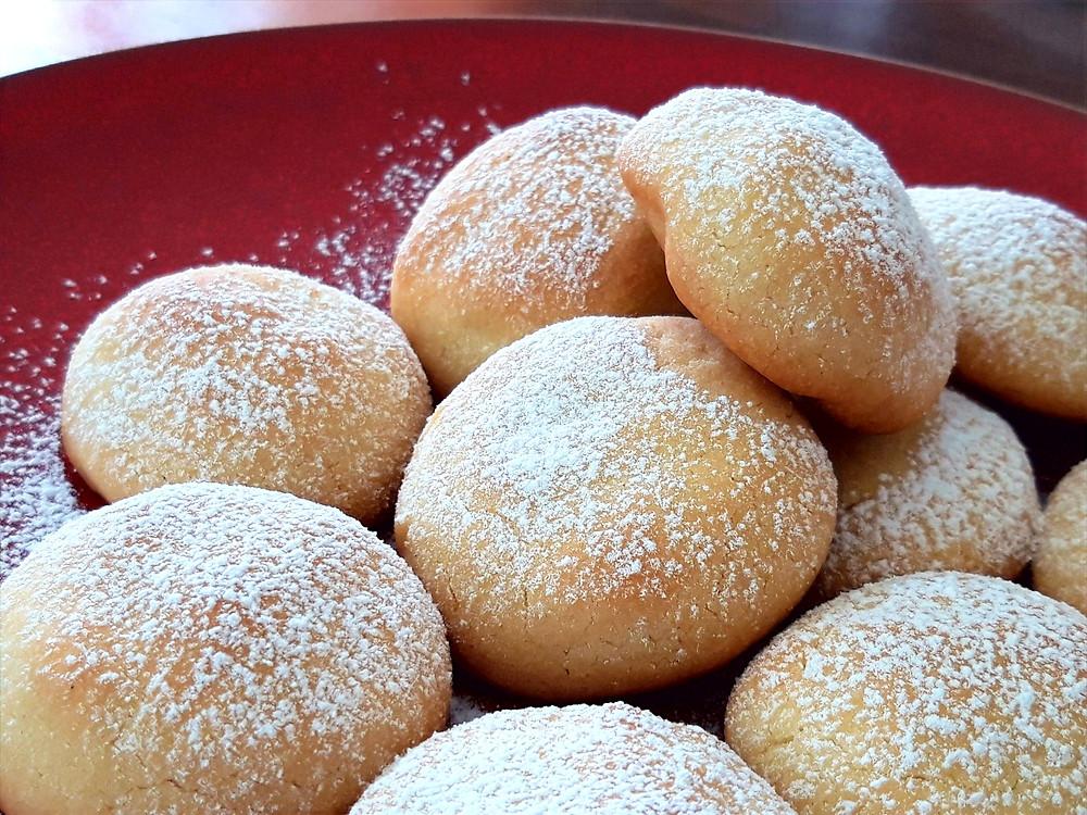 Biscotti al miele senza uova al profumo di limone