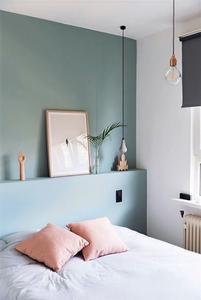 couleurs pastel, tête de lit sur-mesure, linge de lit assorti