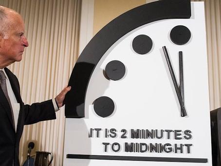 Часы Судного дня остановили в двух минутах до конца света