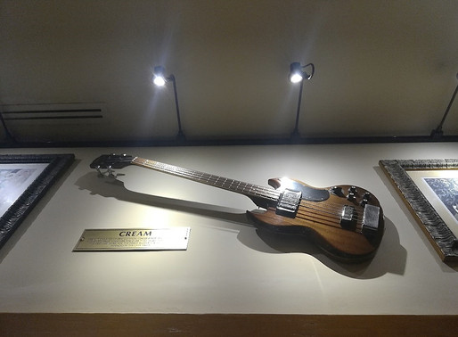 Exhibiting the History of the Electric Guitar in American Museums