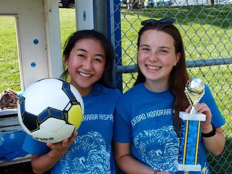 Los Carneros de Ladue juegan un torneo de fútbol con miembros de otras sociedades