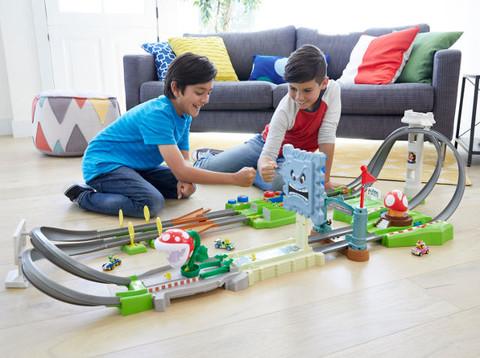 Hot Wheels stellt Mario Kart Rennstrecken vor