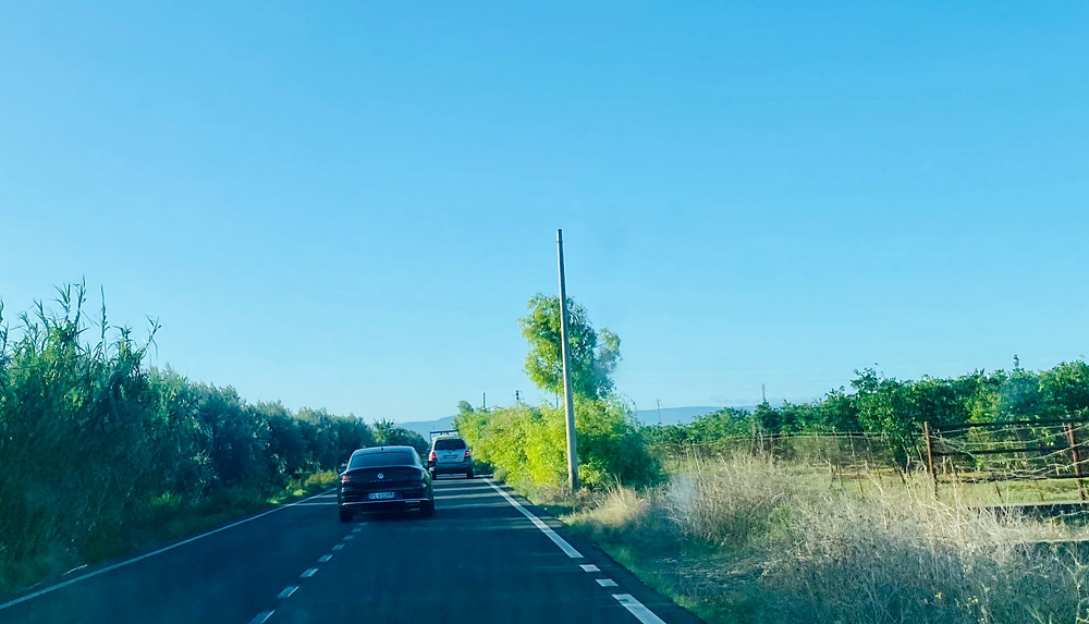 sicily-driving-passing-middle-lane