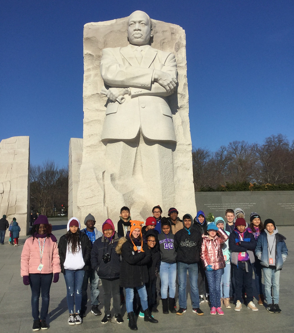 Students standing in front of the Martin Luther King, Jr. Memorial